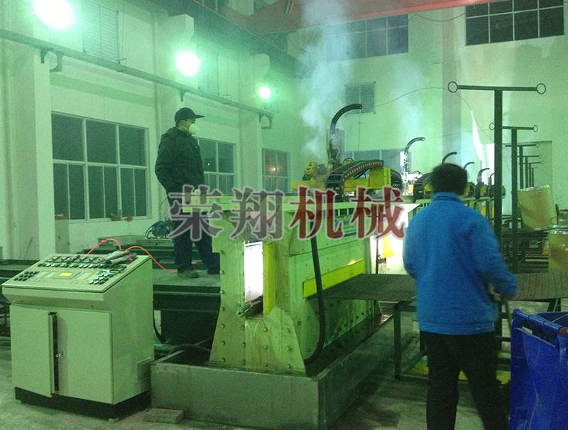 耐磨板焊接机